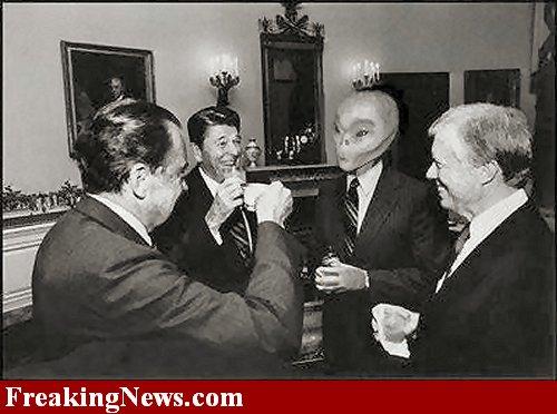 que opinan? Dos extraterrestres colaboran con la Casa Blanca-casablanca2.jpg